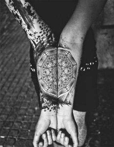Elegantes Tatuajes para tu Espina Dorsal