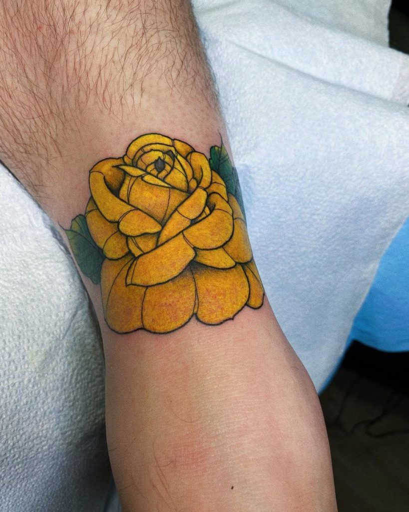 tatuajes rosas amarillas 1 45 Asombrosos Diseños de Tatuajes de Rosas Amarillas que Necesitas Ver