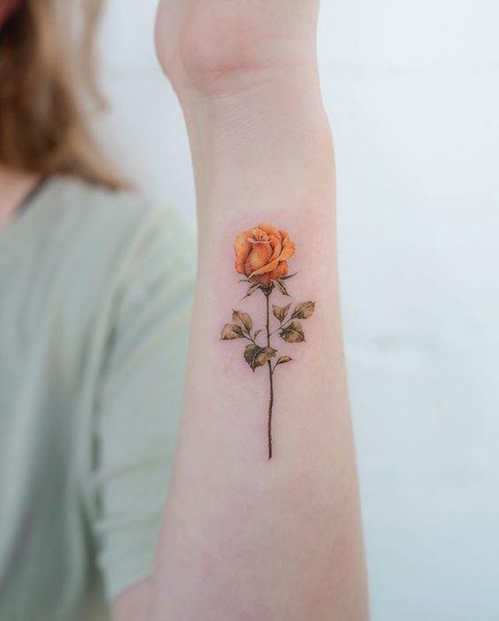 tatuajes rosas amarillas 2 45 Asombrosos Diseños de Tatuajes de Rosas Amarillas que Necesitas Ver